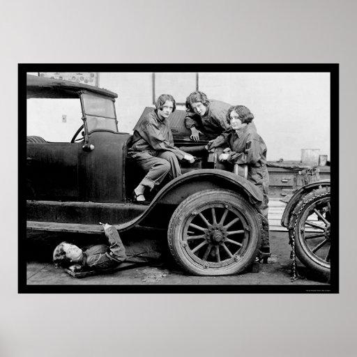 Highschool Mädchen-Auto-Mechaniker 1927 Plakate