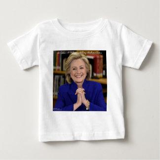 Hillary Clinton nimmt es ein Dorf-Geschenk Baby T-shirt