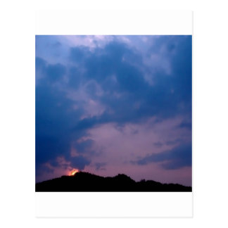 Himmel-düstere lila Einstellung Postkarte