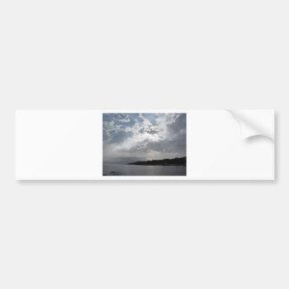 Himmel mit Riesen Cumulonimbuswolken und Autoaufkleber