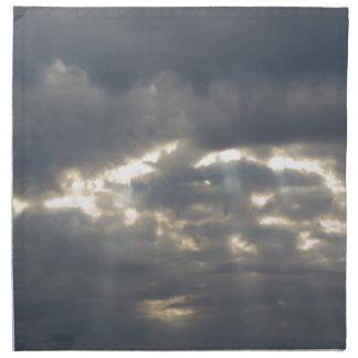 Himmel mit Riesen Cumulonimbuswolken und -sonne Serviette