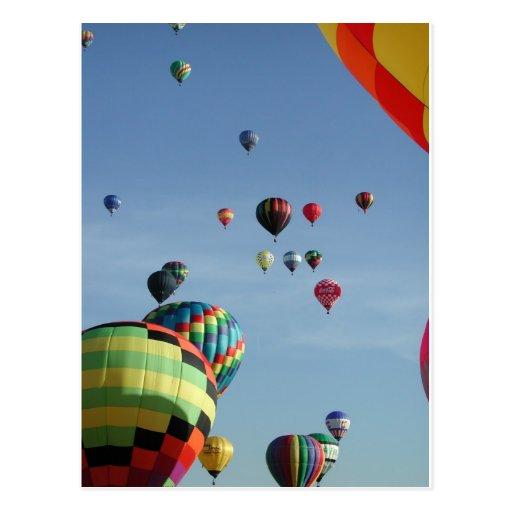 Himmel voll der Heißluftballone Postkarte