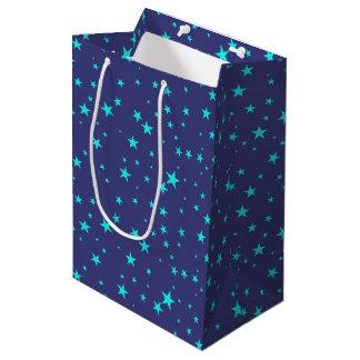 Himmels-Hintergrund mit Stern-Geschenk-Tasche Mittlere Geschenktüte