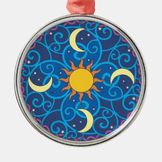 Himmlische Mandala-Verzierung Silbernes Ornament