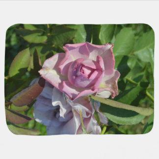 Himmlische Rose abstrakt Kinderwagendecke