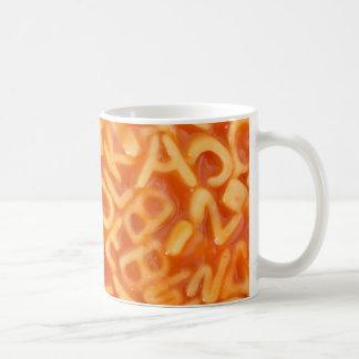 Hintergrund der geformten Spaghettis des Kaffeetasse