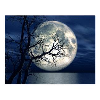 Hintergrund der Landschaft3d mit Mond über dem Postkarten