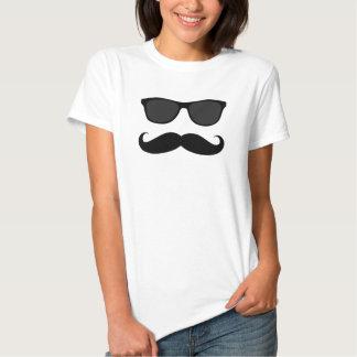 Hipster-Schnurrbart-Sonnenbrillen Tshirt