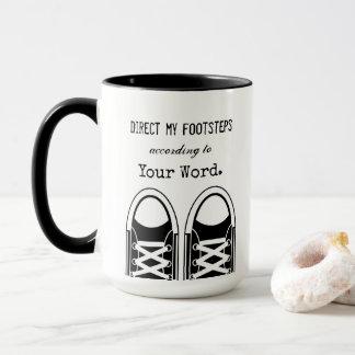 Hipster-schwarze Turnschuhe mit Scripture Tasse