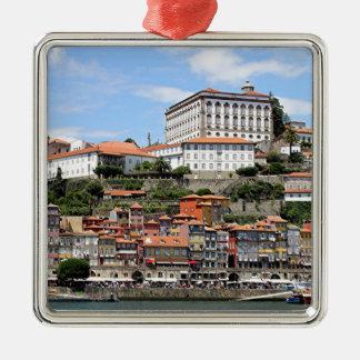 Historische Gebäude und Fluss, Porto, Portugal Quadratisches Silberfarbenes Ornament