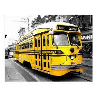 Historischer Streetcar mit auffallender gelber Postkarte
