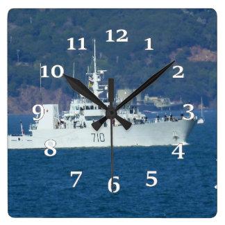 HMCS Brandon Quadratische Wanduhr