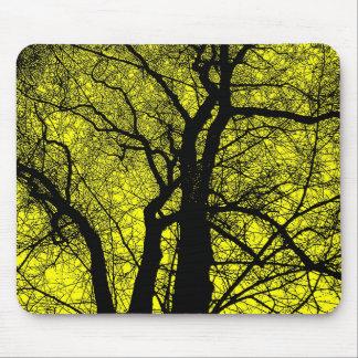 Hochauflösender Baum - Gelb Mousepads