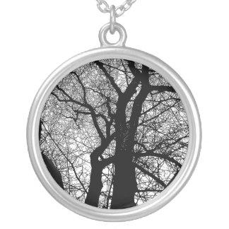 Hochauflösender Baum Halskette Mit Rundem Anhänger