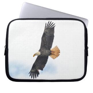 Hochfliegende kahler Adler Wildife Foto-Kunst Laptop Sleeve