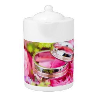 Hochzeits-Blumenstrauß mit Ehering-Bändern