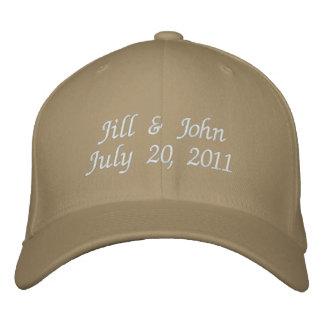 Hochzeits-Datums-Paar nennt Mitteilung kakifarbige Baseballcap