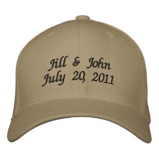 Hochzeits-Datums-Paar nennt Mitteilung kakifarbige Bestickte Kappe