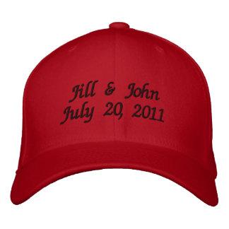 Hochzeits-Datums-Paar nennt Mitteilung Red Hat Baseballkappe