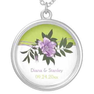 HOCHZEITS-Grünandenken der wilden lila Rose Blumen Halskette Mit Rundem Anhänger
