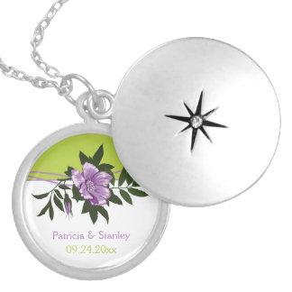 HOCHZEITS-Grünandenken der wilden lila Rose Blumen Runde Medaillon Halskette