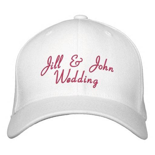 Hochzeits-Party-Braut-Bräutigam nennt heißes Rosa- Bestickte Mützen