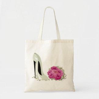 Hochzeits-Stilett-Schuh und Blumenstrauß der Rosen Budget Stoffbeutel