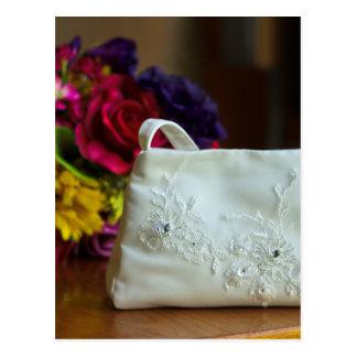 Hochzeits-Tasche u. Blumenstrauß Postkarte