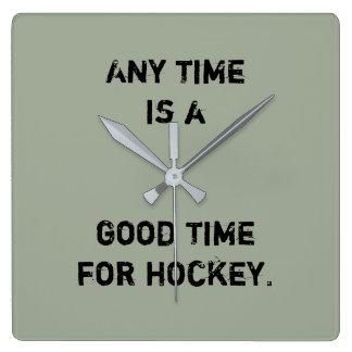 """Hockey-Uhr - """"ist jederzeit… """" Quadratische Wanduhr"""