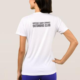 Höhenflossenstation draußen schlagen mit einer T-Shirt