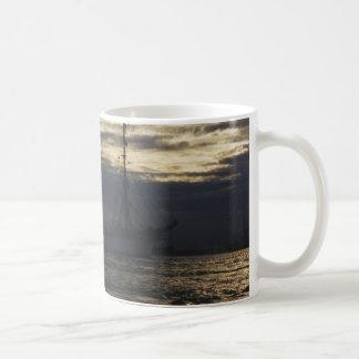 Hohes Schiff im Abend Kaffeetasse