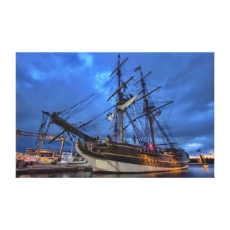 Hohes Schiff nachts Leinwanddruck