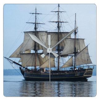 Hohes Schiff Quadratische Wanduhr
