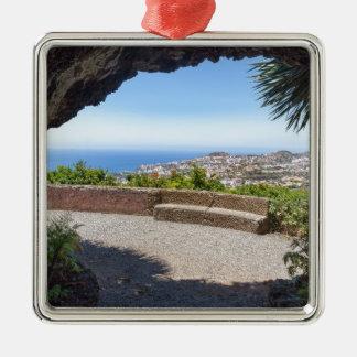 Höhlen Sie Aussicht auf Meer und Dorf auf Madeira Silbernes Ornament