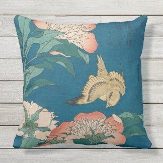 Hokusai Pfingstrosen und zitronengelbes Vintages Kissen