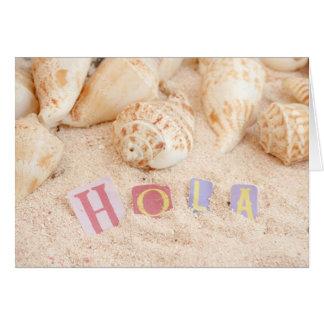 Hola, hallo auf spanisch auf einem sandigen Strand Karte