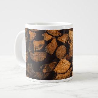 Holz zeichnet Muster auf Jumbo-Tasse