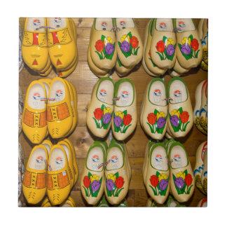 Hölzerne Schuhe, niederländisches Dorf-Geschäft, Keramikfliese