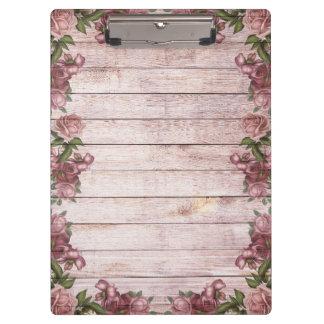 Hölzerner Hintergrund-moderne elegante rosa Klemmbrett