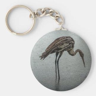 Hölzerner Vogel im Regen Schlüsselanhänger
