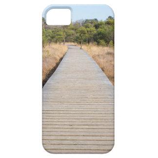 Hölzerner Weg in Gras- und Waldwinter gestalten Etui Fürs iPhone 5