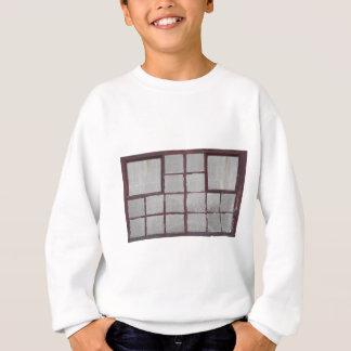Hölzernes Fenster der alten Fabrik auf einem Sweatshirt