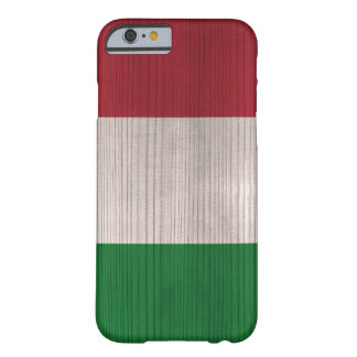Hölzernes Muster mit gravierter Italien-Flagge Barely There iPhone 6 Hülle