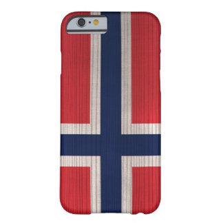 Hölzernes Muster mit gravierter Norwegen-Flagge Barely There iPhone 6 Hülle
