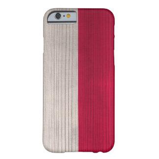 Hölzernes Muster mit gravierter polnischer Flagge Barely There iPhone 6 Hülle