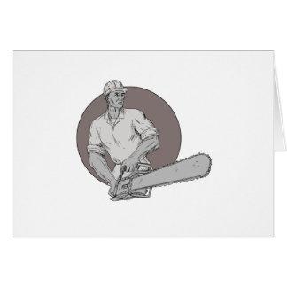Holzfäller-Baumzüchter, der das Kettensägen-ovale Karte