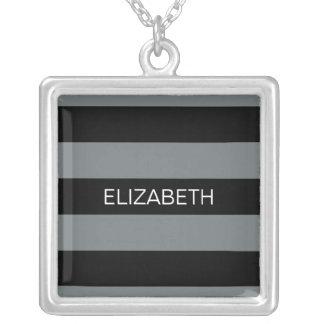 Holzkohle schwarzes Horiz adrettes Monogramm Halskette Mit Quadratischem Anhänger
