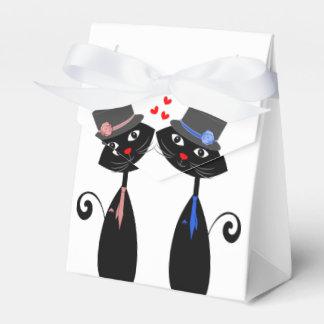 Homosexuelle Heirat-coole Katze pflegt Hochzeit Geschenkschachtel