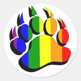 Homosexueller Bärentatzeregenbogen mit schwarzem Runder Aufkleber