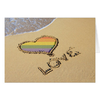 Homosexuelles Regenbogen-Liebe-Herz im Sand Grußkarte